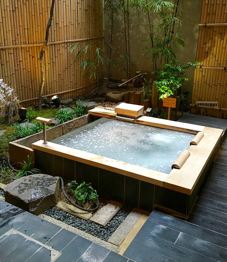 Kúpeľ v tradičnom japonskom onsene