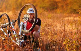 Oprava defektu na bicykli