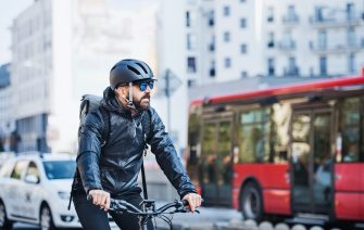 cyklista v meste